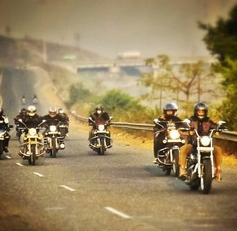 Cruising down the NH4 : A Motorcycle Ride To Panchgani Blue Berry Trails