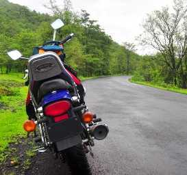 Kaas Plateau Motorbiking